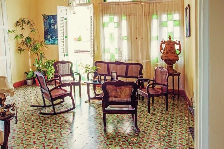 Hostal Lolita: colonial house of Santa Clara