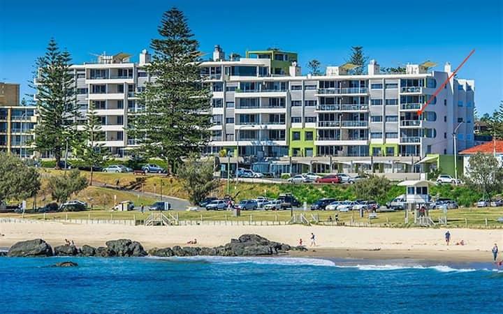 Luxurious Sandcastle on the Beach Port Macquarie .