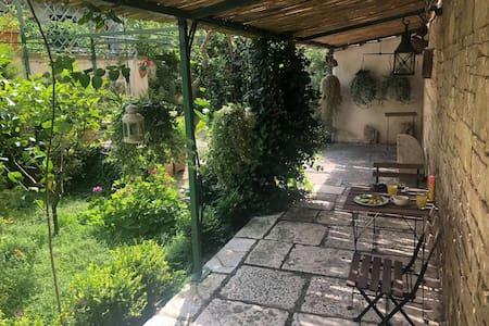 Casa storica con giardino privato