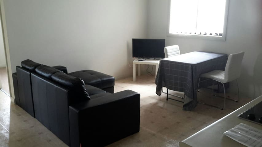 Cosy 2 Bedroom Unit - West Hoxton - Wohnung