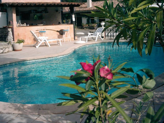 chambre avec cuisine piscine SPA - Blausasc