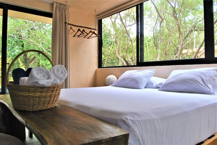 SUNSET Jungle Suite room: AC+Pool+WiFi+70 mt beach