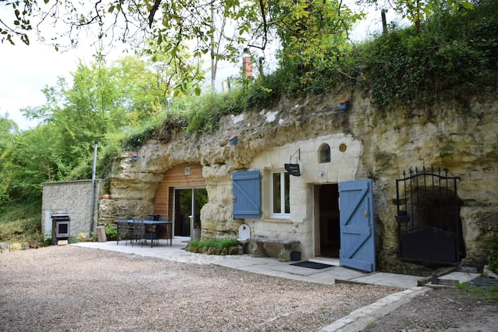 """Troglo gîte """"Pierre de Lumière"""" proche d'Amboise"""