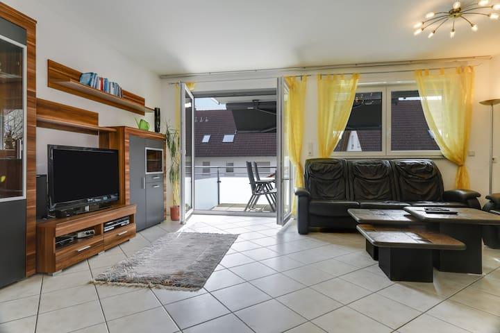 Gemütliche Ferienwohnung mit WLAN, Balkon, Garten und Terrasse; Parkplätze vorhanden
