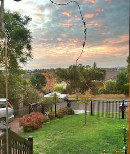 Beautiful family living with views - Mount Waverley - House