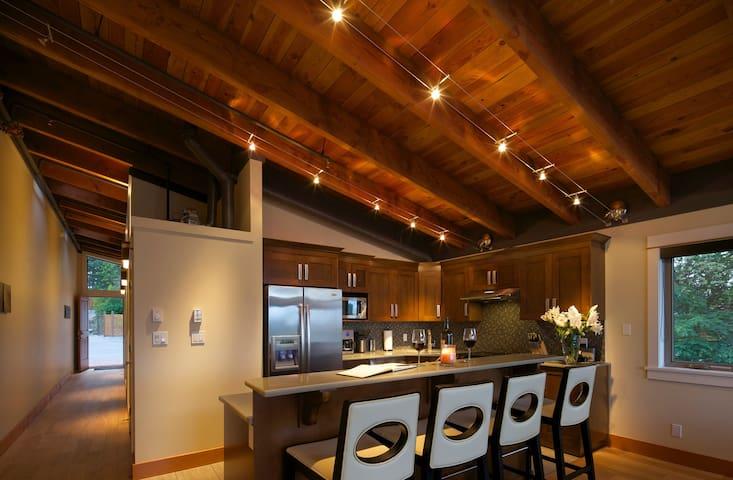 Mariner's Loft 21 Luxury 2 bedroom (sleeps 6)