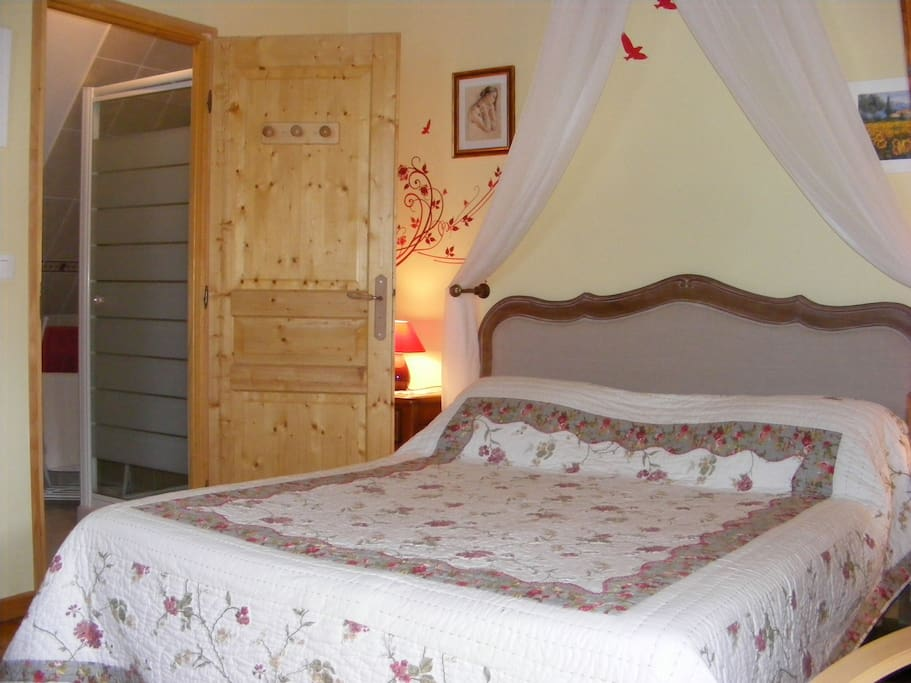chambre campagnarde avec piscine d 39 int rieur bed and breakfasts for rent in glanville france. Black Bedroom Furniture Sets. Home Design Ideas