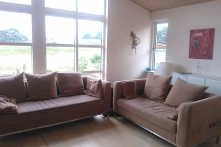 Cosy country house with beautiful view and jacuzzi - Hvalsø - Vila