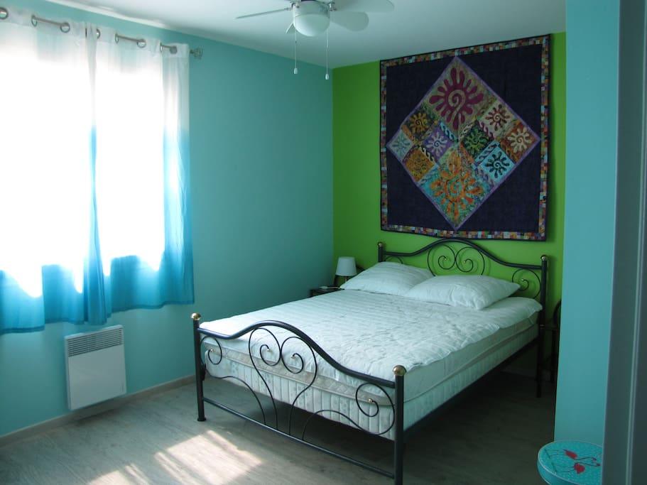 Une des chambres avec lit 2p