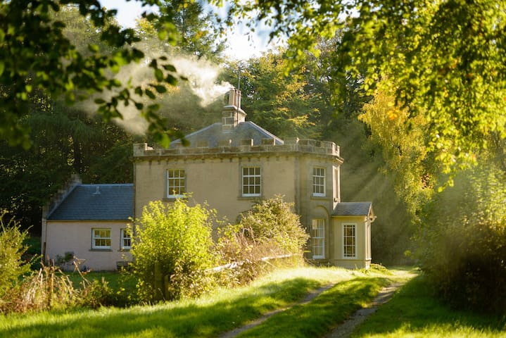 Quarry Gardens Lodge | Romantic Woodland Cottage