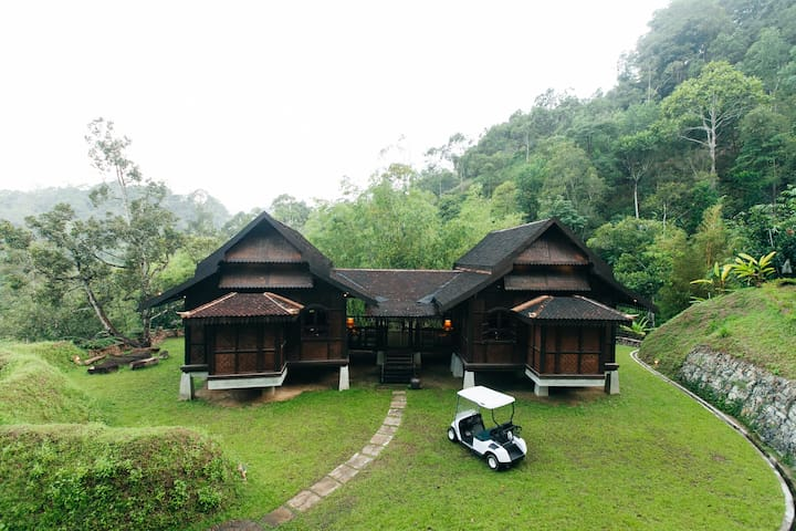 Villa Lata Barat Timur at Puncak Rimba