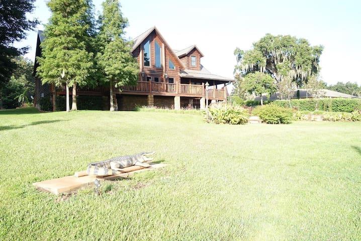 Studio at Lake Thonontosassa Cabin