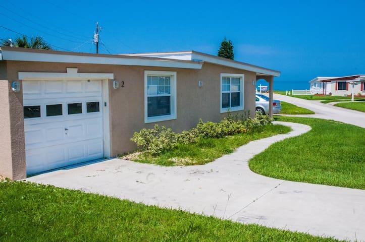 Beach House - steps from the ocean. - Ormond Beach - Dom