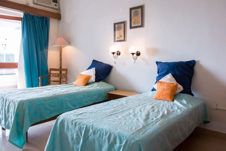 Sea Facing Room with Sit-Out 11 B - Cavelossim - Leilighet