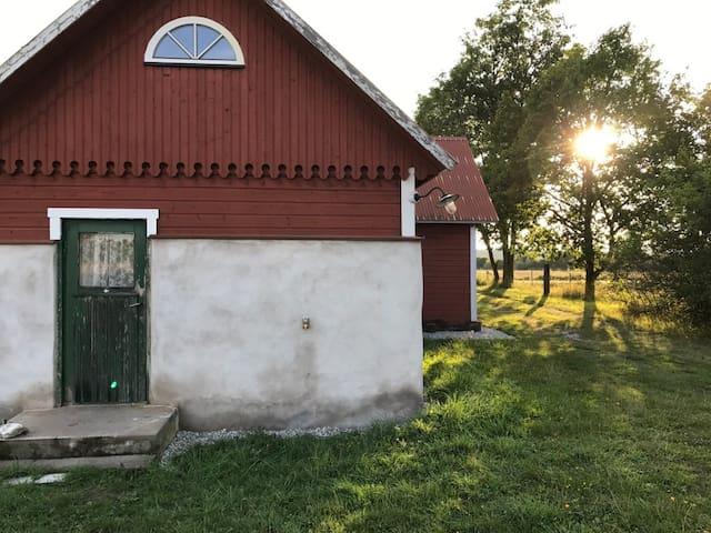 Vackert sommartorp på naturtomt i Gotlands Tofta