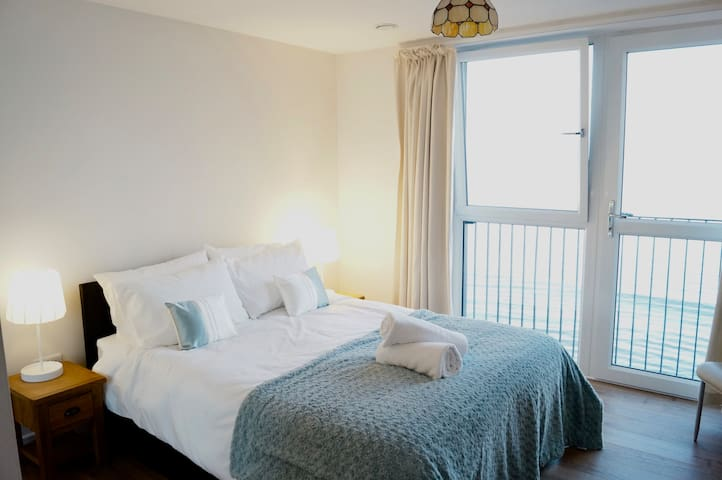 Modern 2 bed Beach Apartment - Edinburgh - Apartment