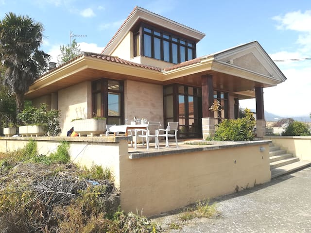 Chalet - Chalet y calado/House with private winery