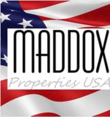 Maddox Properties @ Villas on 220 - Studio 1