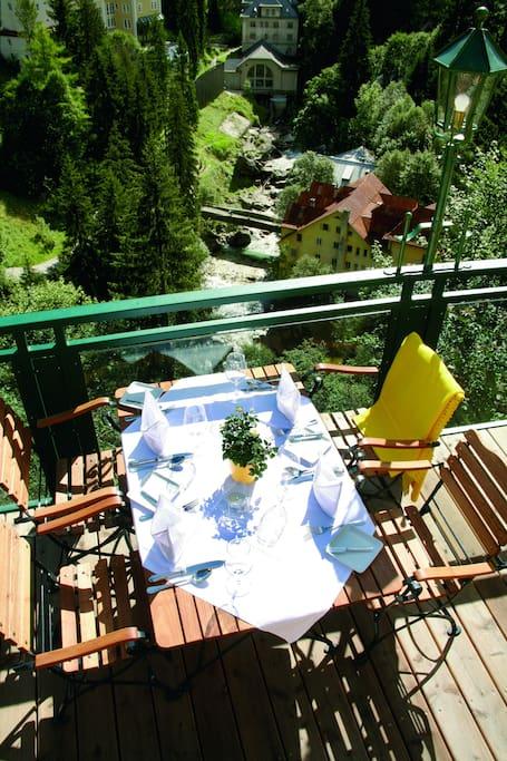 Die Terrasse zum berühmten Gasteiner Wasserfall
