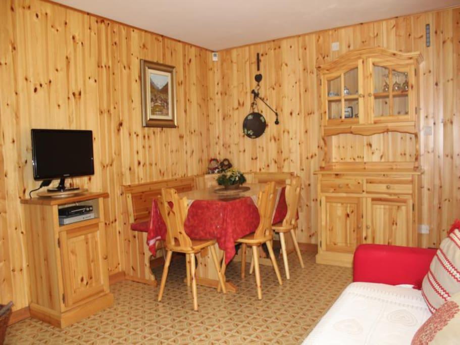 Piano terra bilocale - salone con divano letto - 2 posti letto