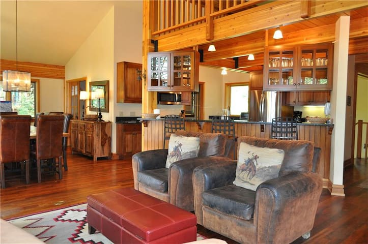 Village House - 5BR Home + Private Hot Tub - Teton Village - House