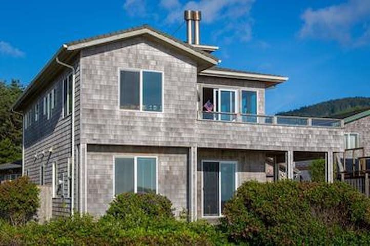 Spectacular Ocean Front, Dog Friendly Home