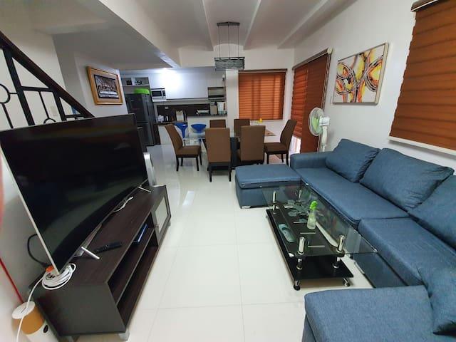 3 Bedrooms w/ 50mbps fibr, 55 inches TV, Netflix