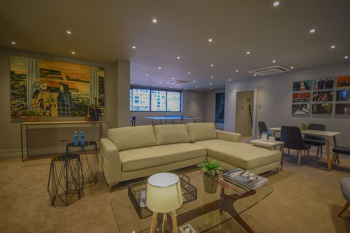 ★ Spacious, Modern, Central Sea Point Apartment ★