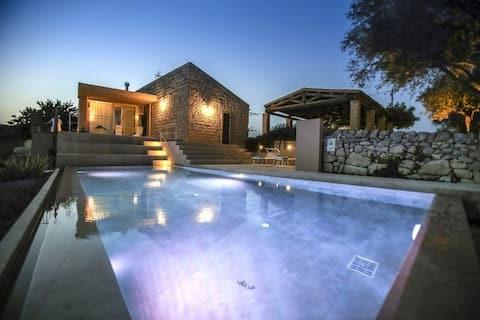 MASSERIA GIRLANDA: swimmingpool med spa
