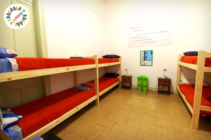 Eco House - Habitación Aristóteles - 6 camas