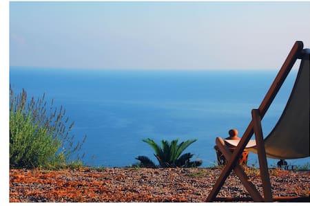 maison de charme face à la mer - Torremuzza - บ้าน