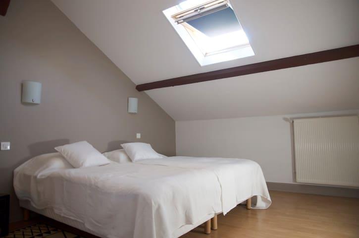 chambre 3, 20m2 , les deux lits peuvent être assemblés pour en faire un grand, king size,