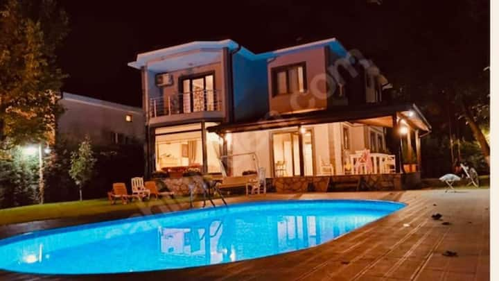 4 BR Amazing Duplex Villa With Private Pool and Garden in Sapanca