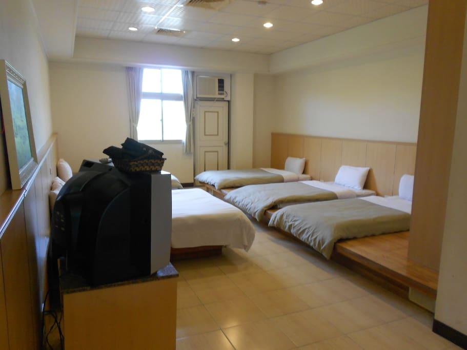 4-6人房 4~6 SINGLE BEDS