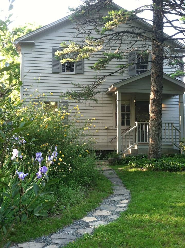 Charming! Antique Farmhouse