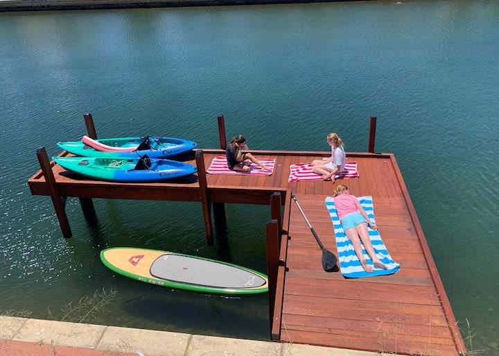 Villa Vida Loca | Holiday Home Mandurah Canals