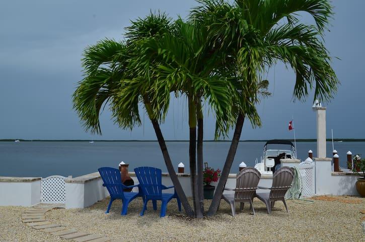 BAYFRONT BEAUTY COTTAGE, AMAZING SUNSETS,RELAX!!!! - Key Largo - Banglo