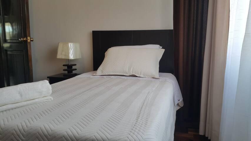 Habitación 2 con cama de plaza y media, con colchón ortopédico