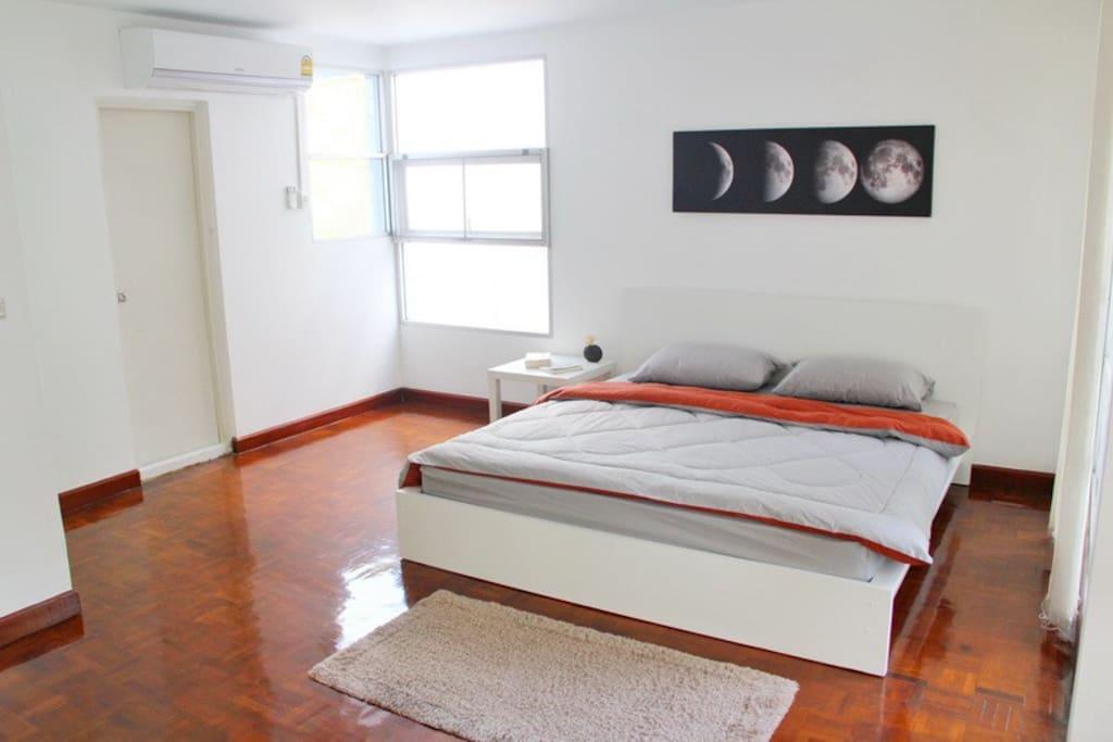 Main Bedroom - 2nd Floor