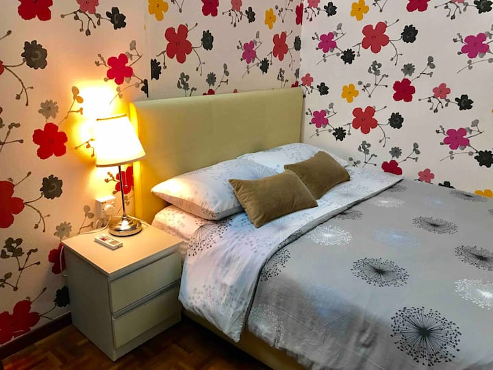 Orchid : Room for 2-3 pax LRT /IOI Mall /WiFi