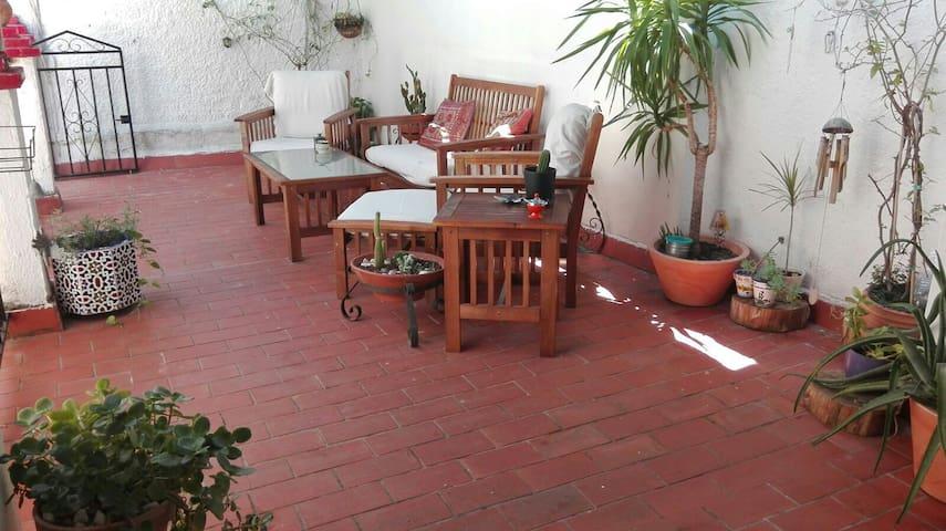 Casa con patio y terraza para descansar. - Granada - Casa
