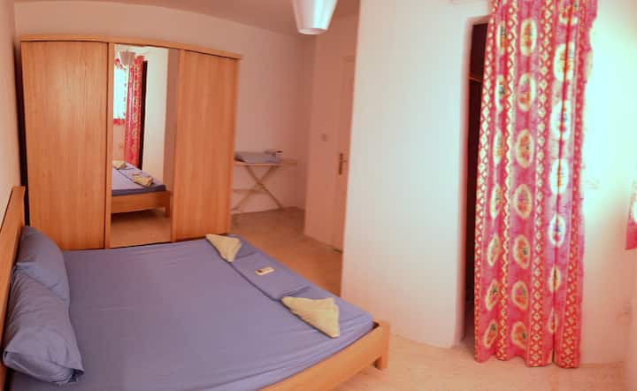 San Julian - Private double room with bathroom +AC