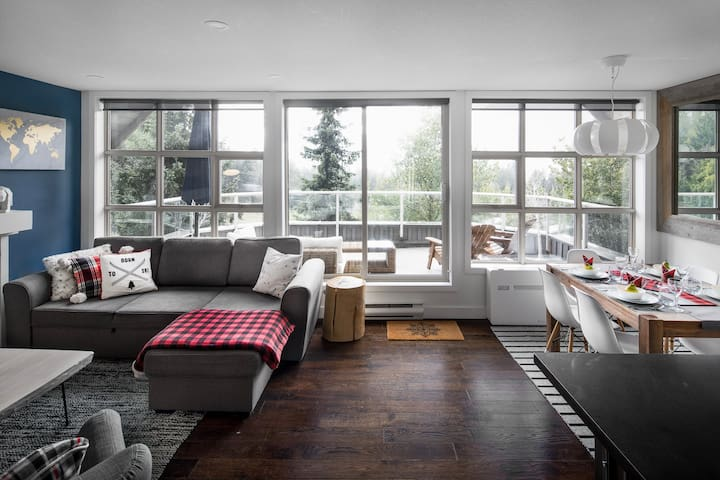THE LOOKOUT PENTHOUSE // a luxe slopeside suite
