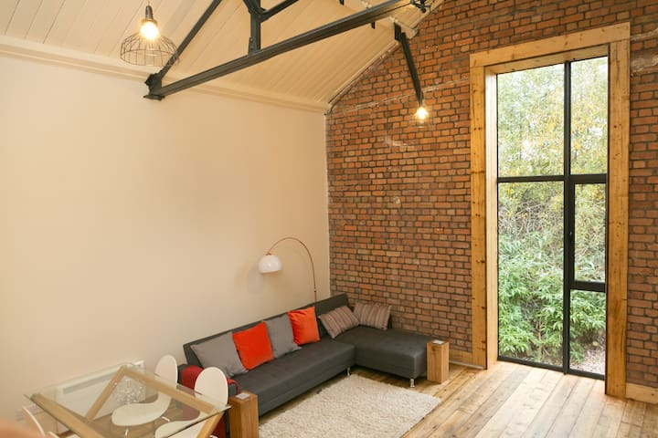 City centre luxury loft-style apartment sleeps 4 - Cardiff - Loft