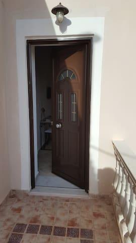 ιδιωτική είσοδος στο διαμέρισμα