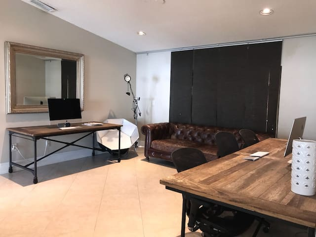Modern Family Home Stay near NSU with Pool