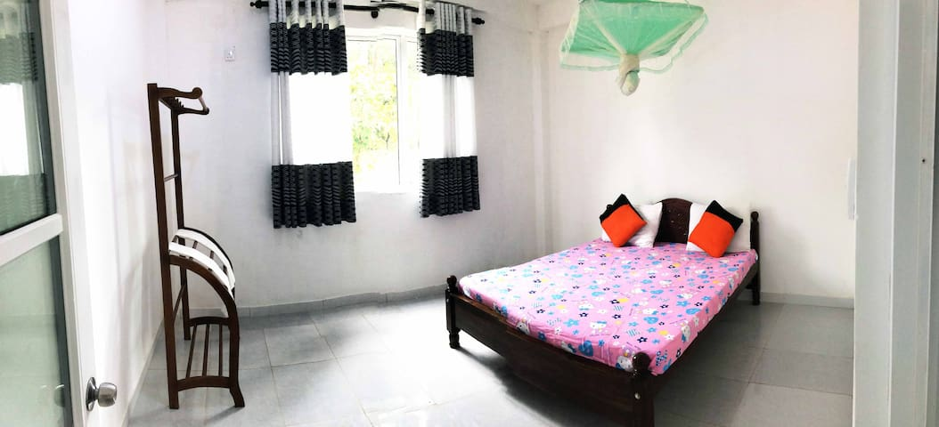 Vindhi Villa - Midigama - Cosy Place For 6 PPL