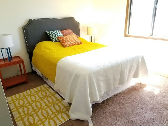 Bright and Comfy Room in a 2 BR Apt - Lincoln - Byt