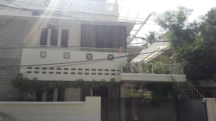 Top Floor All to Yourself Near North EKM Railway - Kochi - Huis