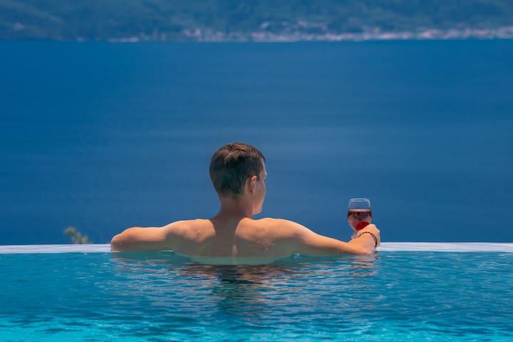 Villa Magic Hill_infinity pool with amazing views
